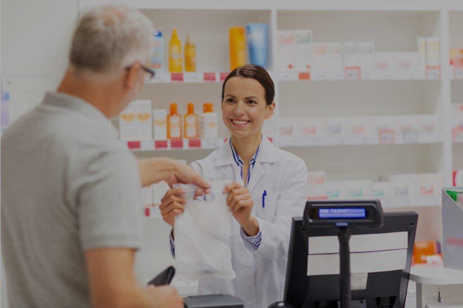 Saber como fidelizar clientes é essencial para o sucesso da farmácia. Atendimento, preços e bom mix são ótimas ferramentas para a aproximação do consumidor.