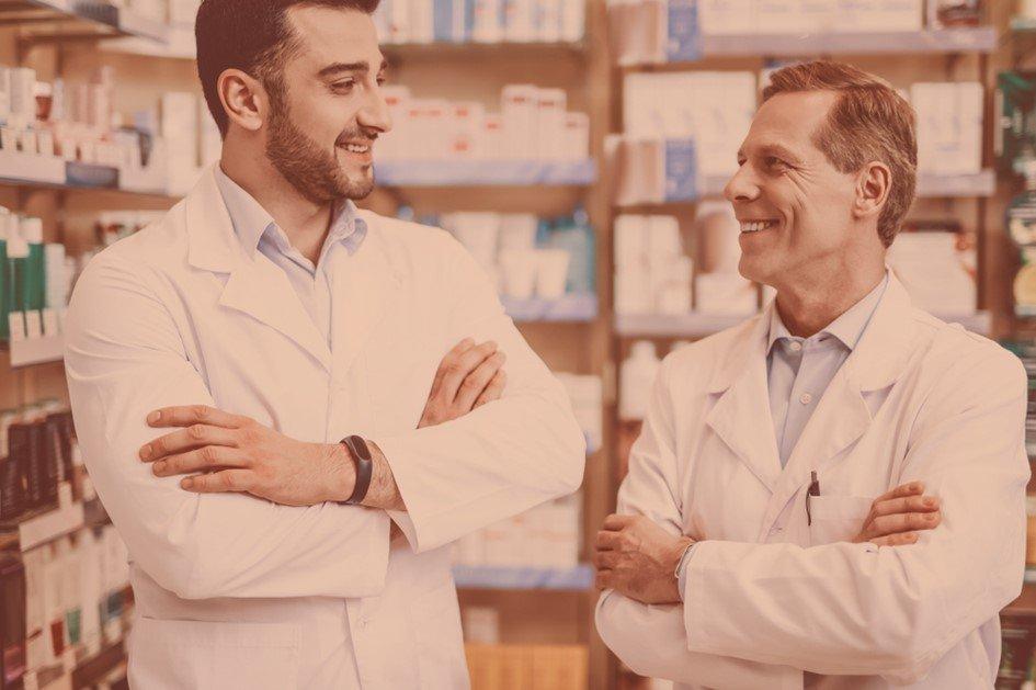 Os treinamentos de funcionários para drogaria auxiliam no desenvolvimento dos colaboradores e isso reflete de forma positiva no nível de satisfação da equipe e nos resultados da farmácia.