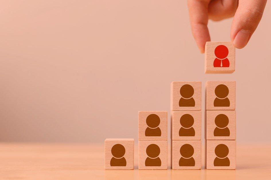 Para melhorar a performance da equipe da farmácia é importante criar condições para que todos os colaboradores possam realizar um trabalho com qualidade. O gestor tem papel fundamental nesse processo e precisa estar sempre atento aos problemas da equipe.