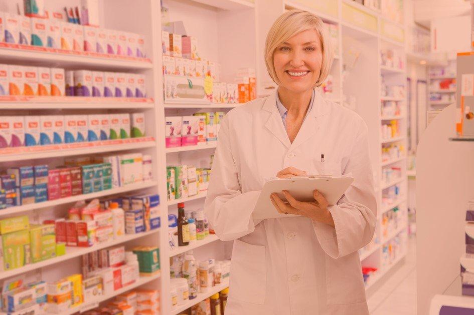 Os indicadores de vendas da drogaria estão presentes desde a entrada das mercadorias, trocas de produtos, descontos concedidos até o cadastro de clientes e as vendas à vista e a prazo. A análise dessas métricas é essencial para direcionar as estratégias do negócio.