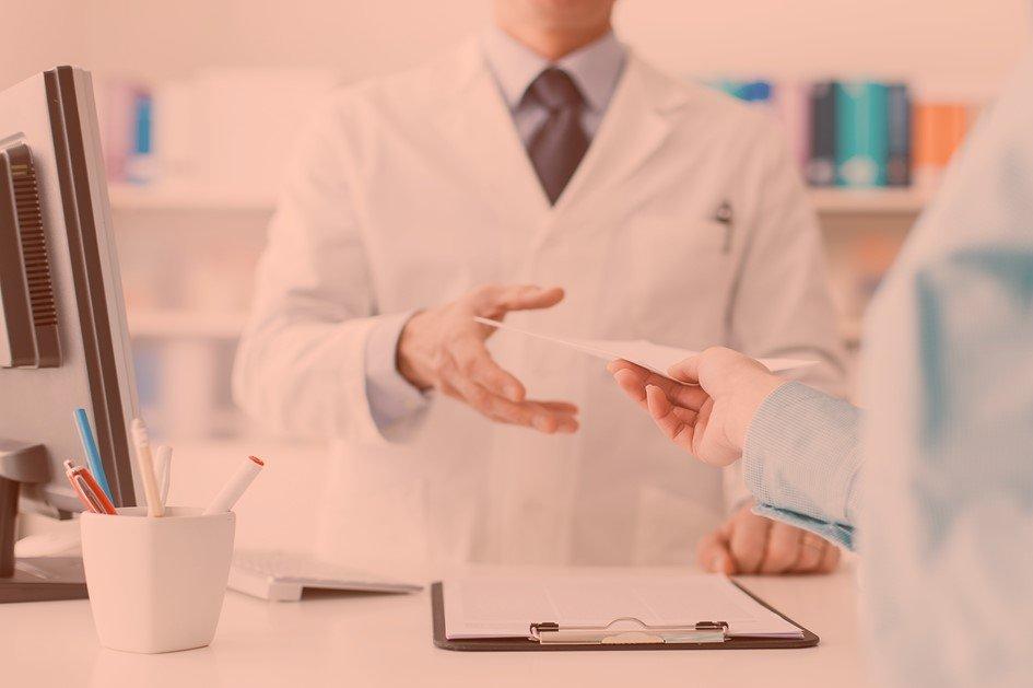 Para garantir bons resultados é fundamental saber como analisar os indicadores para medir a satisfação do cliente da farmácia. Dessa forma o gestor conseguirá aplicar as estratégias de marketing e superar as expectativas dos consumidores.