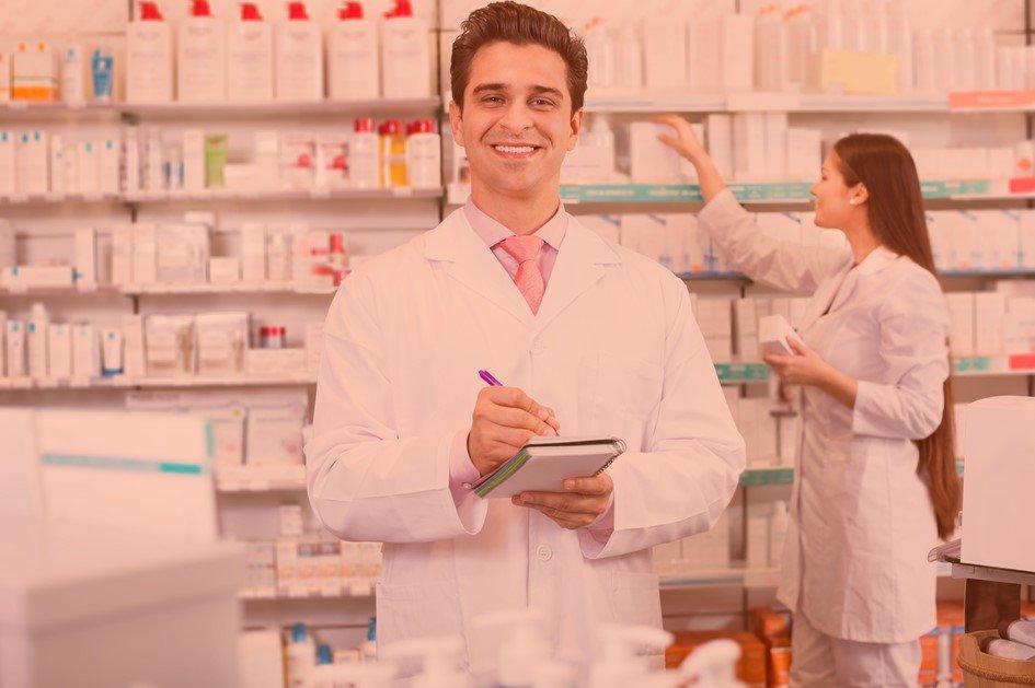 Para atrair mais clientes para a farmácia, é preciso desenvolver estratégias assertivas. Oferecer um bom atendimento, fazer parcerias, distribuir materiais de comunicação de qualidade e capacitar a equipe são ações essenciais em todo negócio de sucesso.