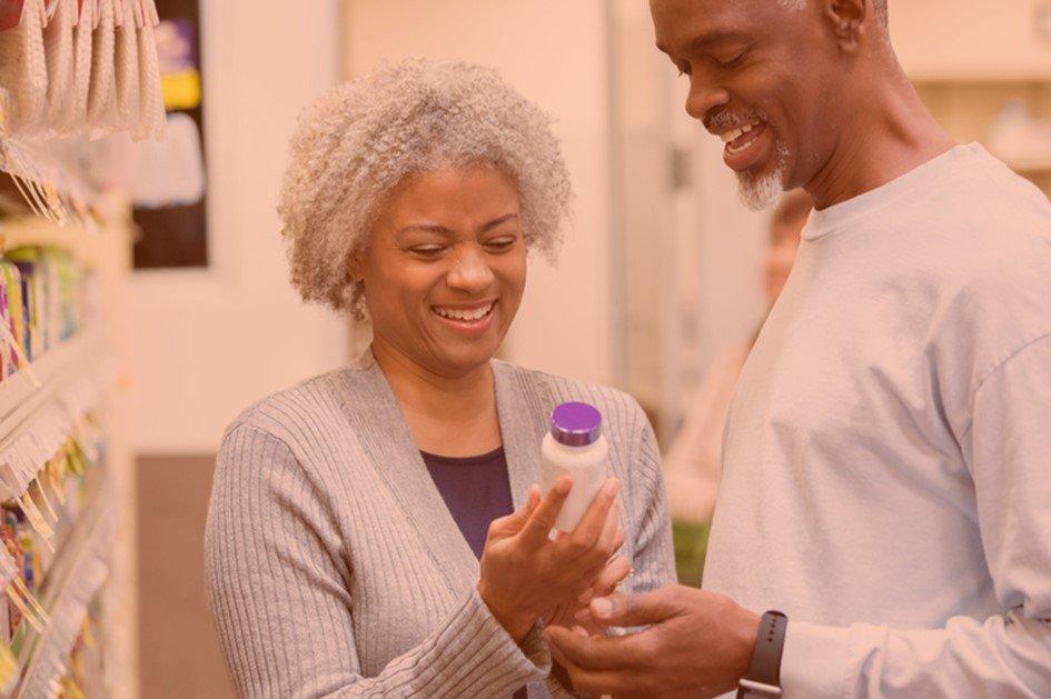 Há muito tempo a farmácia deixou de ser apenas um comércio de produtos para atender as necessidades dos consumidores. Na hora de escolher onde fazer as compras, além de uma identidade visual moderna, o cliente valoriza outros aspectos da drogaria.