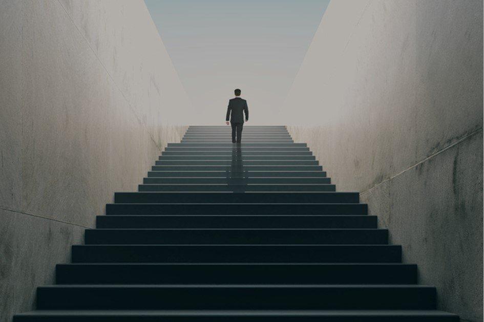 Um bom gestor de farmácia é aquele que consegue reconhecer as oportunidades e ameaças para o seu negócio. Essas características estão relacionadas a todos os fatores externos que podem influenciar no desempenho da sua drogaria.