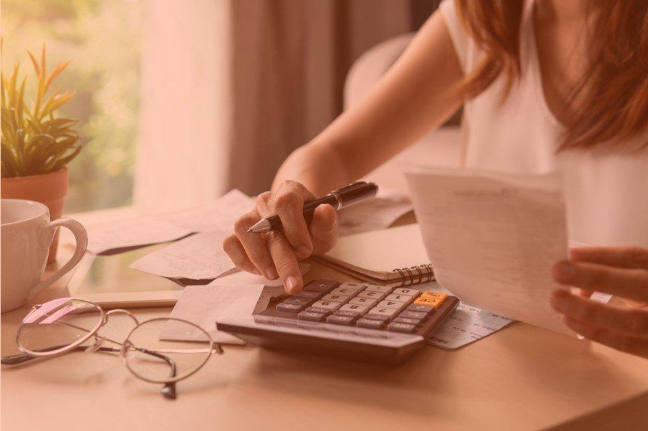 O sucesso no varejo farmacêutico está relacionado a vários fatores e um deles é a capacidade do gestor em controlar as despesas da drogaria. Para você atingir as metas de crescimento no mercado é preciso organizar o controle financeiro da drogaria.